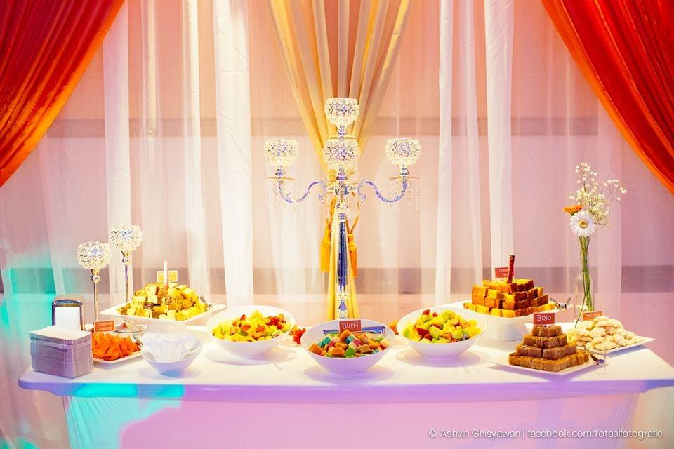 Sweet & dessert table